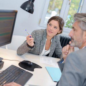 Emprunter via une banque ou un courtier : avantages et inconvénients