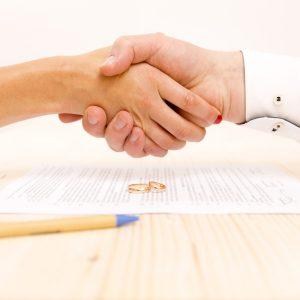 Puis-je vendre mon bien immobilier à mon conjoint ?