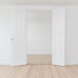 Comment passer d'une location nue à une location meublée ?